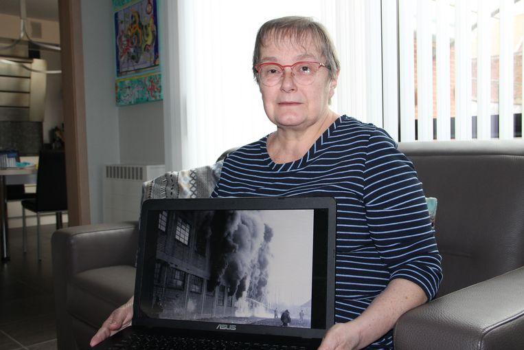 Martine Pattyn met een oude foto van de brand in schoenfabriek Tanghe.
