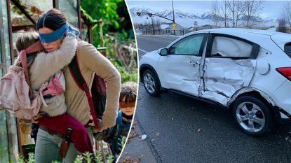 Geblinddoekte bestuurster (17) rijdt frontaal op andere auto nadat ze zich waagt aan 'Bird Box Challenge'