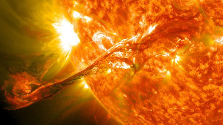 Op 31 augustus 2012 brak een fikse hoeveelheid materiaal los van de zon. De resulterende zonnestorm veroorzaakte op de aarde een nachtelijke lichtshow. Beeld Nasa
