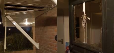 Vuurwerk in brievenbus vernielt carport en deur in Reek: 'Het was heel zwaar materiaal'