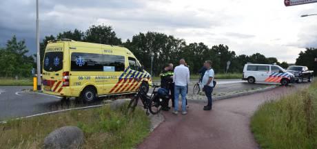 Vrouw uit Weurt gewond door val van fiets in berm