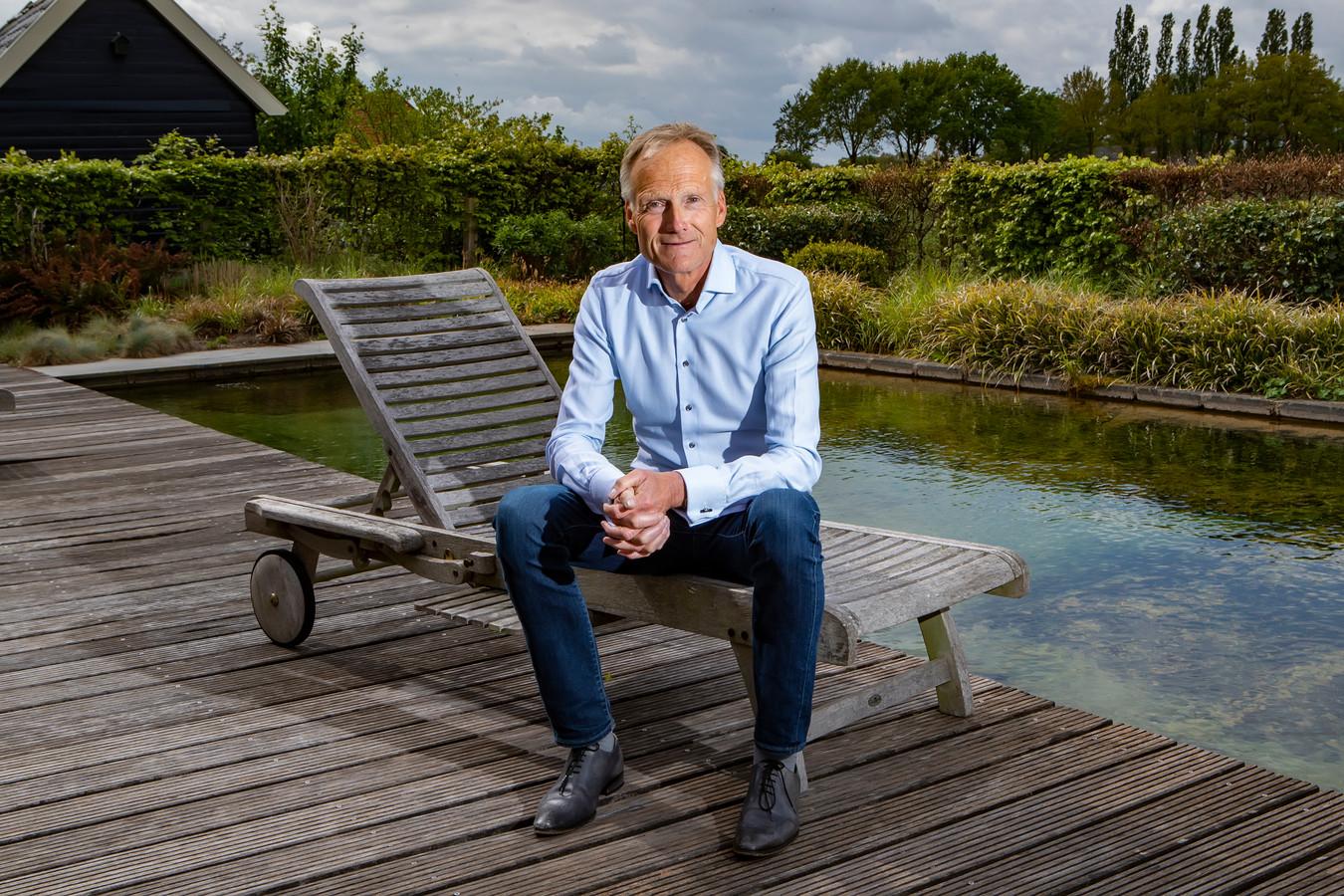 """De Bathmense directeur/voorzitter Frank Oostdam van reisbrancheorganisatie ANVR voorspelt een slagveld zodra in oktober de steunmaatregelen van de overheid ophouden. ,,Eenderde gaat dat niet overleven."""""""