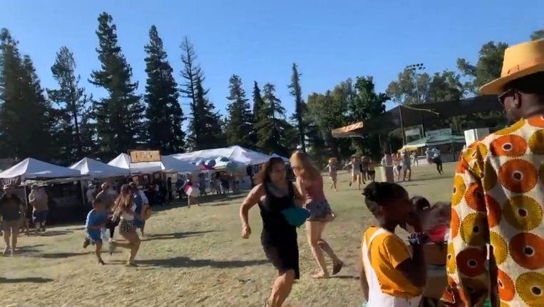 Festivalbezoekers vluchten nadat ze schoten hebben gehoord op het Gilroy Garlic Festival.