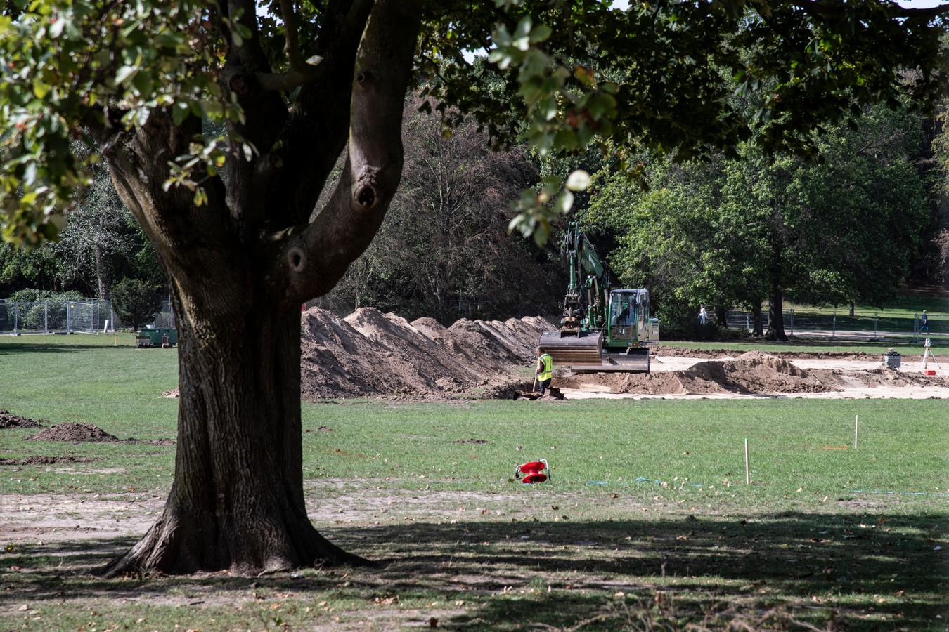 HetGoffertpark wordt vrij van explosieven gemaakt nadat eerder bij een concert van Guns N' Roses een granaat werd gevonden.