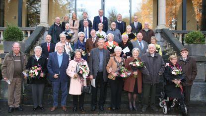 Gemeente zet huwelijksjubilarissen in de bloemen