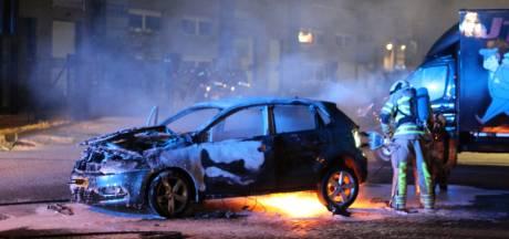 Rijdende auto vliegt in brand in Utrecht