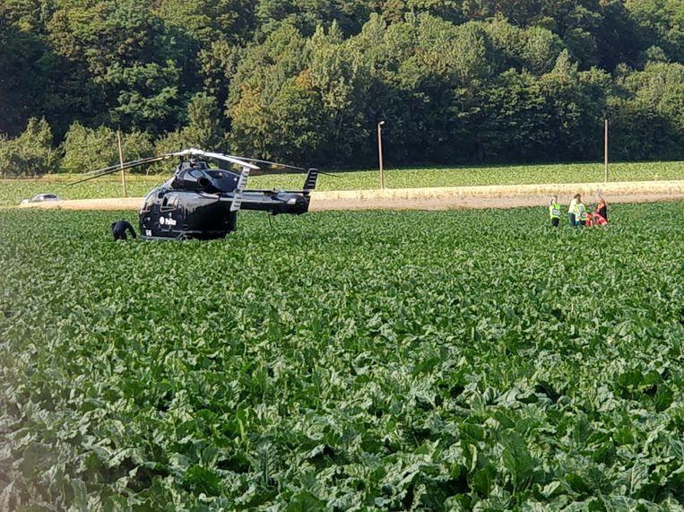 De naakte man werd in een nabijgelegen veld gevat.