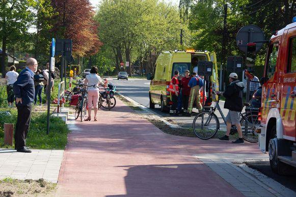 De fietsster belandde in de Marktstraat in de Molenbeek naast het fietspad.