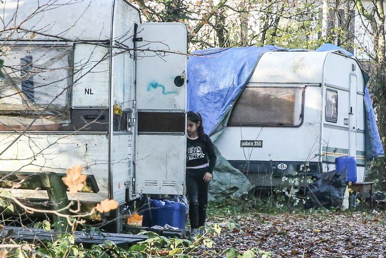 In het Romakamp aan de Meeuwstraat wonen ook kinderen.