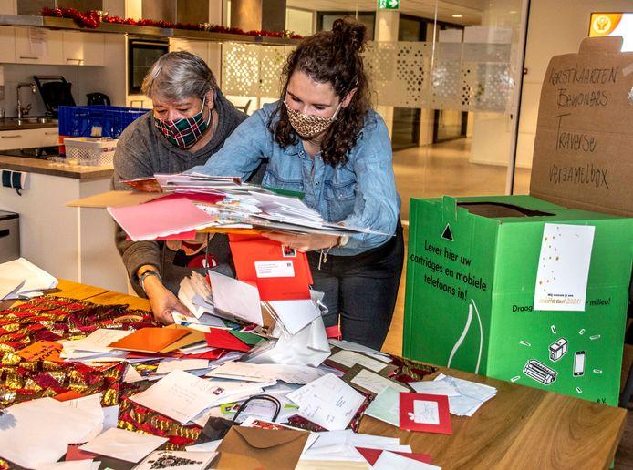 """,,We zijn na een tijdje gestopt met tellen, het was niet te doen."""" Bij de daklozenopvang in Tilburg zijn ze overweldigd door het aantal gestuurde kaarten. Daar komt nog een speciale kerstmaaltijd bij."""