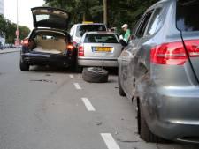Auto met CD-kenteken ramt vijf voertuigen op Erasmusweg; twee mensen gewond
