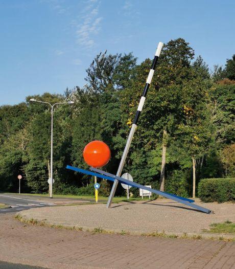 Vernielde rode bal van Bert is terug in Hengelo en sterker dan voorheen