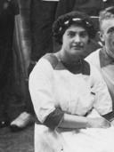 Onderduikster Andriessa Simons Cohen werd op 20 juni 1943 na verraad gearresteerd in Zeist. Ze werd op 2 juli 1943 vermoord in Sobibor. Ook zij komt voor in het boek.