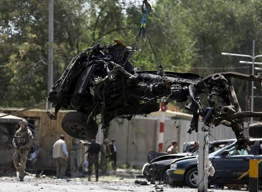 De resten van de auto, gebruikt bij een bomaanslag door de taliban op 5 mei, waarbij een Amerikaanse soldaat omkwam.