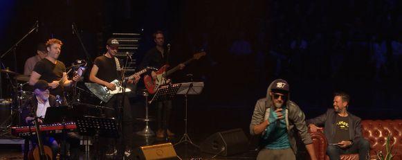 De Vreese en Theuns in actie op het podium van de Minard.