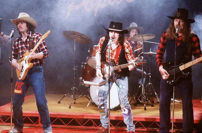 Nederlandse popgroep 'Normaal' met zanger Bennie Jolink in 'Klassewerk' bij de KRO in 1985.