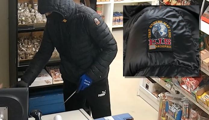 De handschoenen en het jack van de overvaller zonder het masker