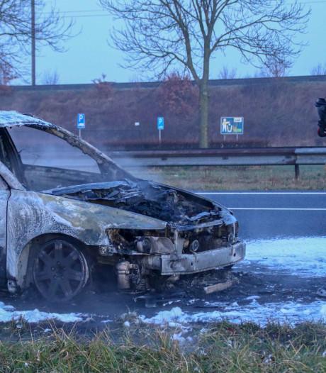 Auto uitgebrand op A58 tussen Rilland en Woensdrecht