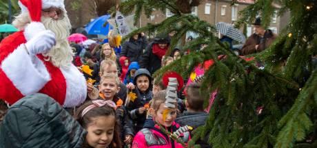 Twéé kerstbomen in Oudheusden, maar dan wel kunst....
