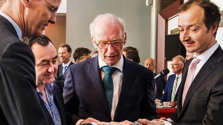 Muntmeester Maarten Brouwer (midden) Beeld anp