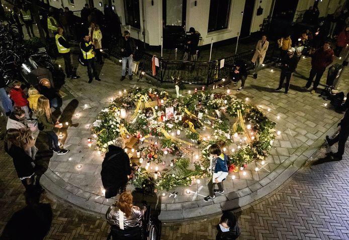 Belangstellenden tijdens de herdenking van Jan.