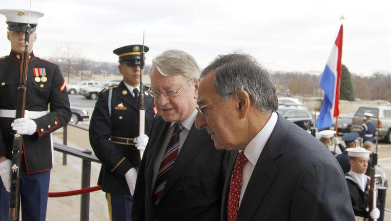 Minister van Defensie Hans Hillen met zijn Amerikaanse collega Leon Panetta vandaag in Washington. Beeld ap