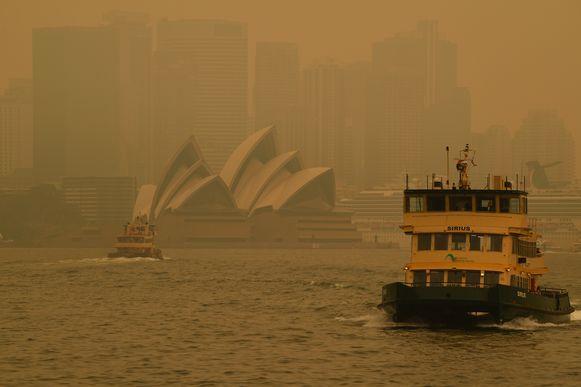 Opnieuw hangt een dikke deken van giftige rook boven Sydney.