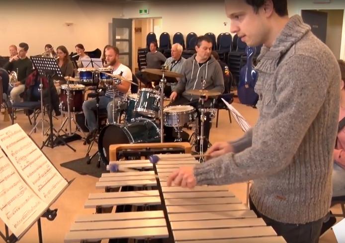 De repetitie van de Grande Finale in Roosendaal. Still uit Video