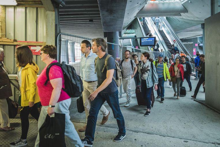 De 56.000 reizigers lopen nog bijna tien jaar op en langs een bouwwerf in het Sint-Pietersstation
