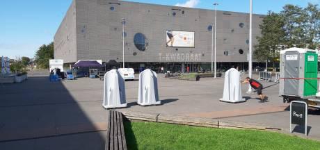 Duizend voetbalsupporters samen op één plein in Tilburg vanavond. En dat mag?