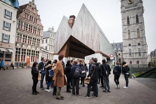 Toerisme is volgens sommige partijen positief voor de stadseconomie. Toch willen ze allemaal de stad leefbaar houden.