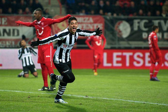 Everton Ramos da Silva viert een treffer in de Grolsch Veste.