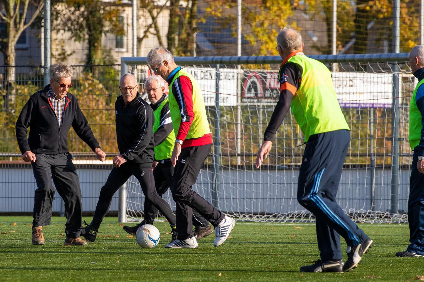 Voetbalclub GVV '63 is als eerste club in de Bommelerwaard begonnen met Walking Footbal. NIVO-Sparta volgt het goede voorbeeld.
