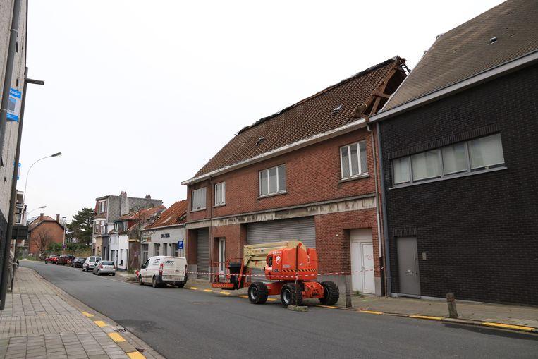 Ook de aanpalende gebouwen verdwijnen onder de sloophamer.