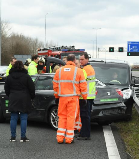 Auto's botsen met vrachtwagen tussen Houten en Nieuwegein