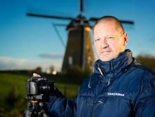 Fotograaf met de focus op wolken en vogels