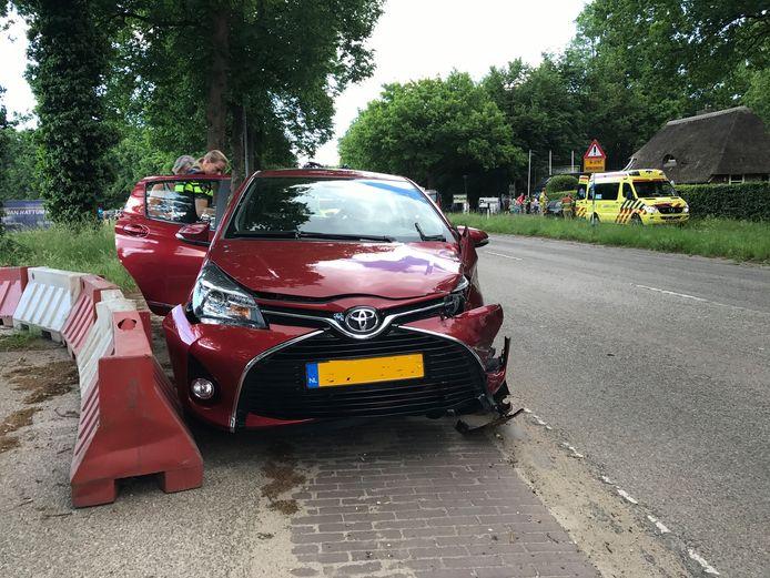 Beide voertuigen raakten dusdanig beschadigd, dat ze moesten worden afgesleept.