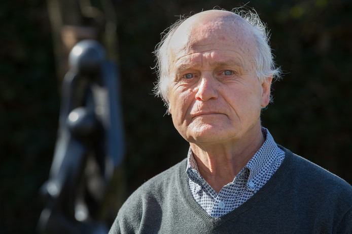 Psycholoog Peter Olivier uit Olst. ,,Astrid en Willem Holleeder delen dezelfde geschiedenis, gaan allebei een andere kant uit, toch houdt ze van hem. Hoe kan dat toch?'', stelt Olivier.