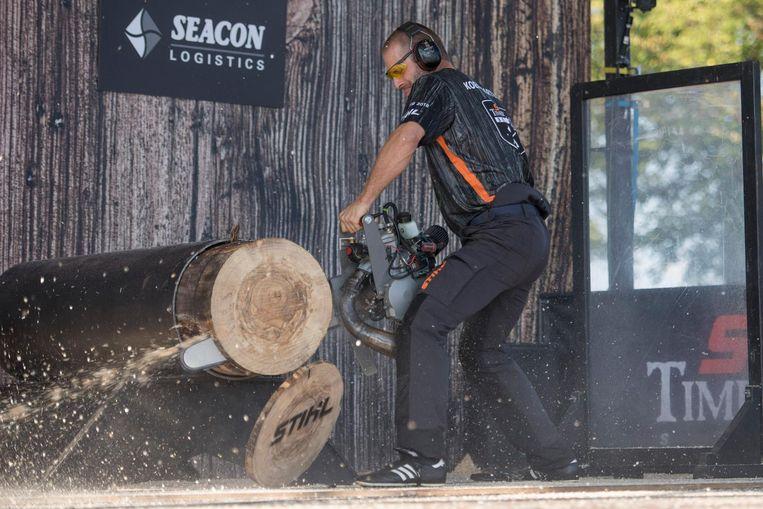 Koen Martens (34) in actie tijdens de 'Hot Saw'...