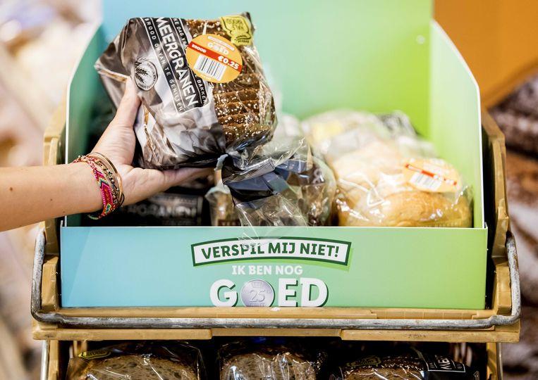 Behalve in Luxemburg worden ook in de Nederlandse filialen van Lidl producten die diezelfde dag nog moeten worden opgegeten tegen een prikje verkocht.