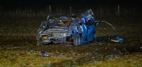 Auto crasht na achtervolging bij Gorssel: 21-jarige man uit Zutphen en 16-jarig meisje uit Deventer gewond