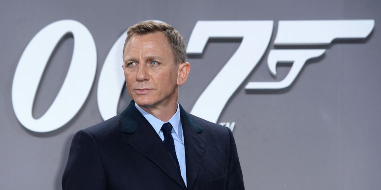 Doet 'ie het of doet 'ie het niet? Daniel Craig hield fans en productie maandenlang in spanning of hij opnieuw James Bond zou spelen.