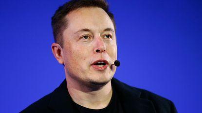 """Elon Musk werkt aan een """"top secret masterplan"""""""