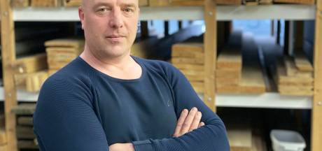 Bouwondernemer Johan (50) ging gebukt onder papieren administratie: 'Hele zaterdag ermee bezig'