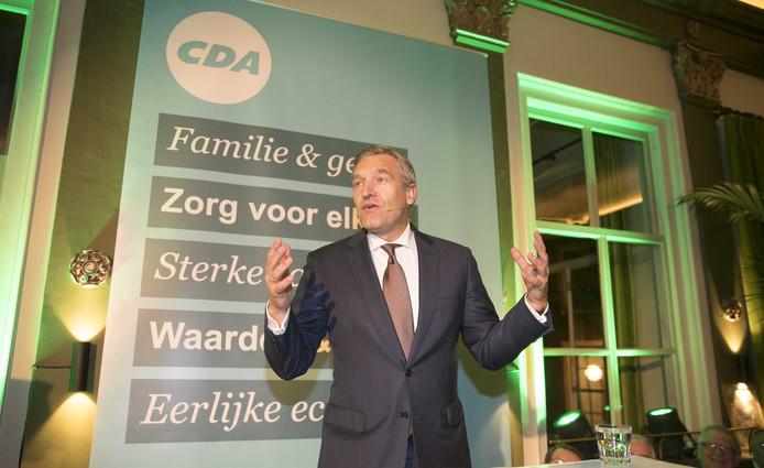 CDA-leider Sybrand Buma tijdens een bespreking in Leiden met zijn achterban over de uitkomst van de formatie.