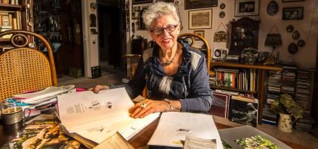 Puck Kooij (83) uit Enschede verzamelt al 30 jaar rouwadvertenties