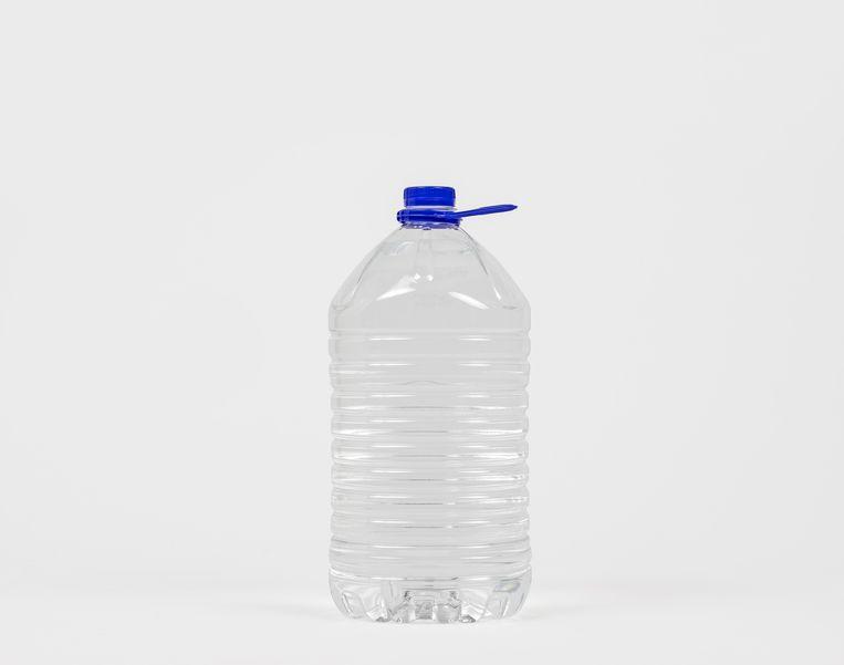 Grote fles voor voldoende water.  Beeld DSB