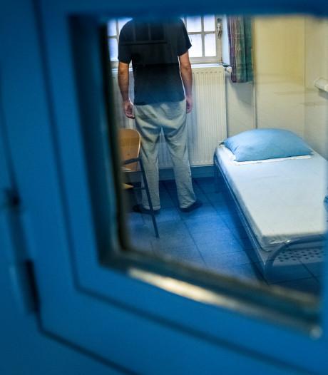 19-jarige stagiaire ontslagen vanwege relatie met gevangene