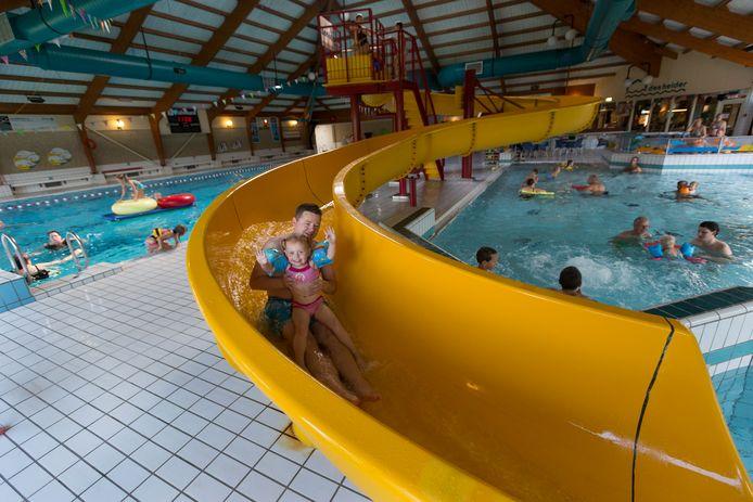 Drukte tijdens het recreatief zwemmen op de zondagochtend in Den Helder.