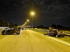 Ravage op de A16 na ongeluk met acht auto's, weg uren dicht